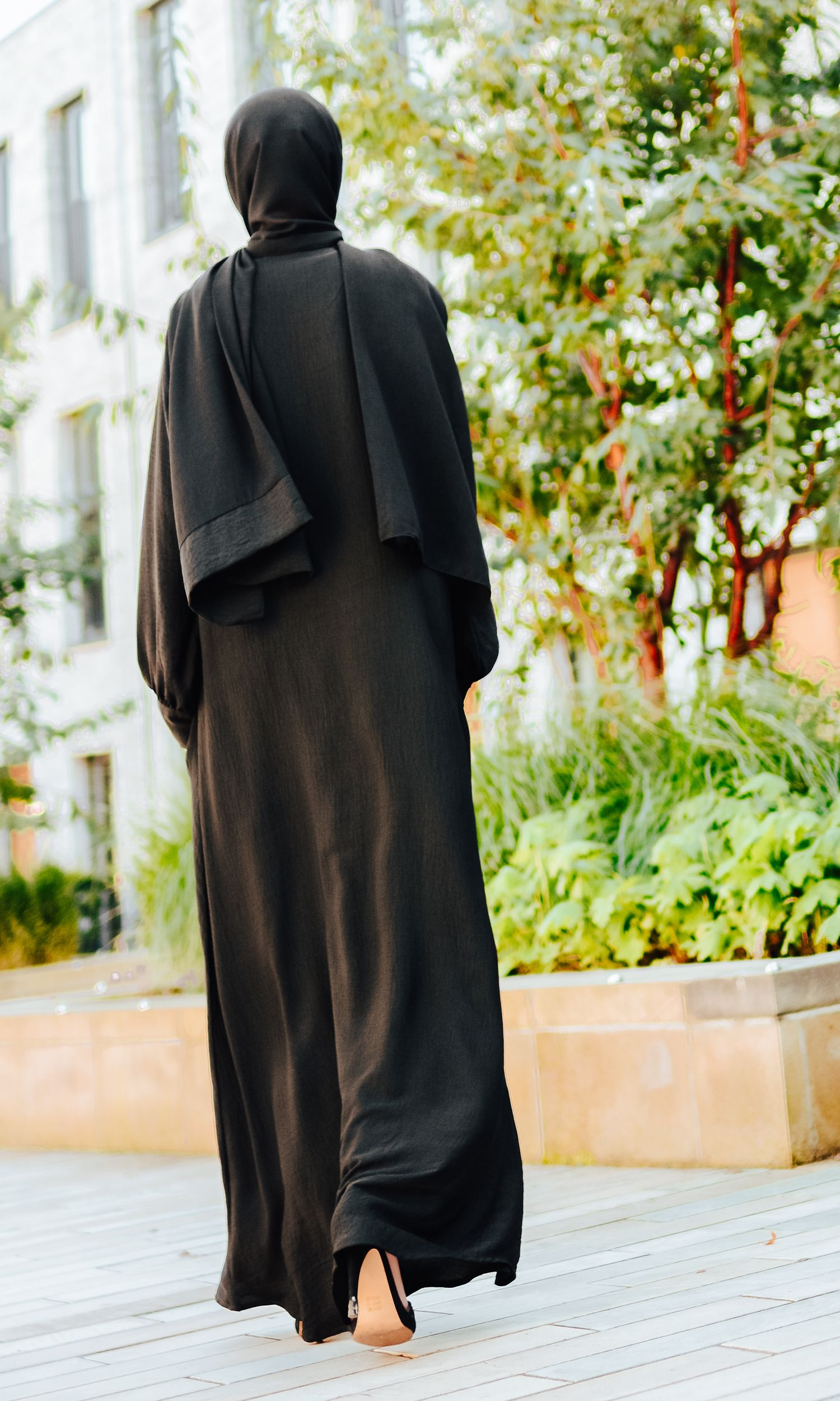 Black Lace Bisht Open Abaya
